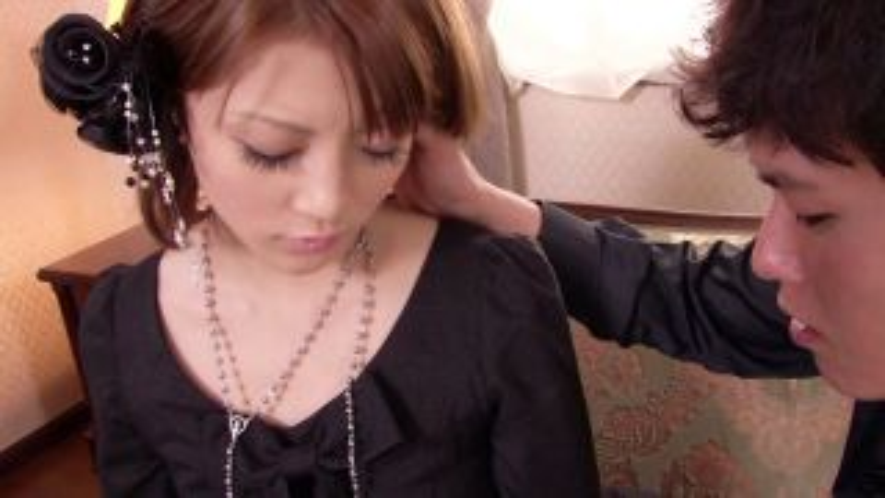 [COM-095] 大眼睛的黑衣服的漂亮女孩被男人的性遊戲的對手所接受。 里薩·基諾。 - R18